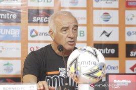 Pelatih Bhayangkara  Alfredo Vera puas imbangi Borneo