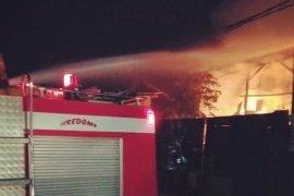 Gudang limbah di Neglasari Sukabumi terbakar