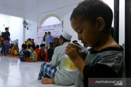 Alfamart-LAZISNU bagikan 3.200 paket buka puasa Ramadhan
