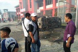 12 sepeda motor dan empat mobil terbakar dalam rusuh di Lapas Narkotika Langkat