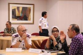 Pemkab Bogor-Tangerang kembali mengubah jadwal operasional truk