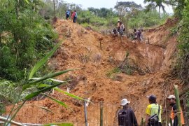 BPBD Cianjur bangun penahan longsor di Situs Gunung Padang