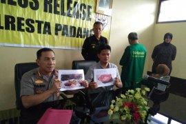 Buron sebulan, Polresta Padang ciduk penjual sate daging babi di Bekasi