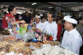 Jokowi kunjungi pasar Badung