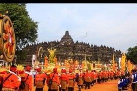 Kirab Waisak di Borobudur