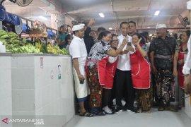 Presiden puji penggunaan tas ramah lingkungan di Pasar Badung
