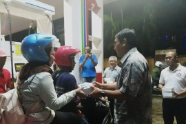 Pertamina MOR VIII bagi takjil di SPBU Ambon