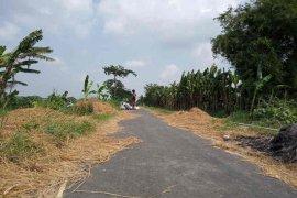 Dana Desa muluskan jalan di Tegalurung  Indramayu