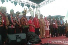 Ratusan warga Dayak Sarawak hadir di Pekan Gawai Dayak Kalbar