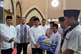 Safari ramadhan  tiga BUMN santuni seribu anak yatim di Sarolangun