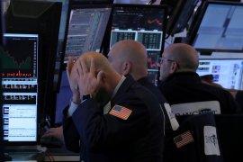 Wall Street melemah tertekan data ekonomi dan perang dagang