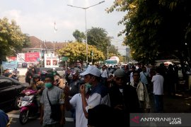 Massa Prabowo-Sandi mulai bergerak menuju gedung Bawaslu RI