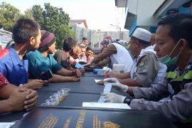 Jelang arus mudik, Polres Indramayu cek urine pengemudi kendaraan umum
