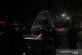 Polisi cabut kawat berduri di depan pintu masuk kantor KPU RI