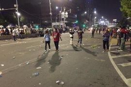 Massa aksi bubarkan diri dengan damai