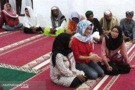 Warga Prancis ini belajar Islam di pesantren selama Ramadhan