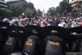 Aksi massa di depan Gedung Bawaslu kondusif