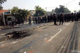 Polisi mulai halau massa  di kawasan Petamburan