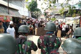 TNI turun tangan tenangkan warga