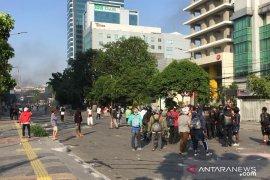 Massa di sekitar Pasar Tanah Abang masih bertahan