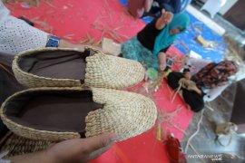 Pengrajin pemula Gorontalo hasilkan karya di pelatihan eceng gondok