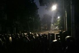 Massa aksi di samping Gedung Bawaslu mulai bubarkan diri