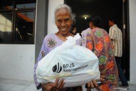 PT Kar Powership Indonesia berbagi kasih dengan masyarakat Waai
