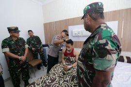 Kapolda Kalbar dan Pangdam Tanjungpura besuk personel TNI/Polri korban unjuk rasa