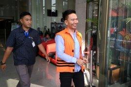 KPK pindahkan penahanan tiga tersangka suap proyek Kab. Mesuji