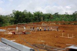 Hunian sementara bagi korban pergeseran tanah ditargetkan selesai usai Lebaran