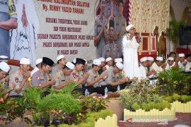 TNI-Polri  doa bersama untuk persatuan bangsa