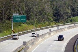 Pemudik diimbau menjaga jarak di Jalan Tol Trans Sumatra