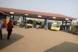 Terminal Bus Mandala Rangkasbitung masih sepi dari pemudik
