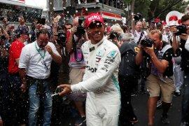 Hamilton merasa dirinya ditemani Niki Lauda
