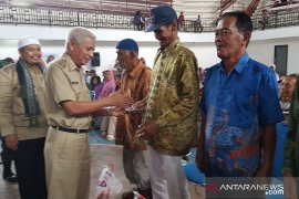 1.000 dhuafa terima bantuan beras dari Pemkab Asahan