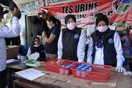 BNNK tes urine supir di Terminal Cicaheum Bandung