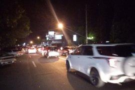Lalu lintas sekitar pusat perbelanjaan di Situbondo macet