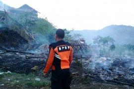 Tujuh warung di lokasi wisata Karangpara Sukabumi terbakar