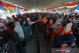 Ribuan warga Gorontalo memadati pasar murah BHUN