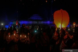 Perayaan Waisak di Candi Muara Takus Riau Page 4 Small