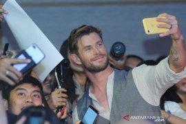 Gantengnya Bintang Thor & Spiderman sapa penggemarnya di Indonesia Page 2 Small