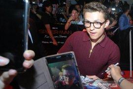 Gantengnya Bintang Thor & Spiderman sapa penggemarnya di Indonesia Page 6 Small