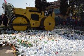 Polres Garut musnahkan alkohol yang disalahgunakan masyarakat