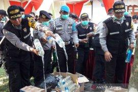 Polres Magelang Kota musnahkan 1.156 botol minuman beralkohol dan ciu
