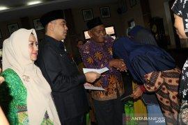 Pemkab Tangerang salurkan sembako pada 203 warga miskin