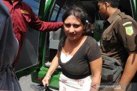 Warga Inggris penampar staf Imigrasi Bali dikurung di Lapas Perempuan