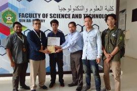 Mahasiswa UIN Ar-Raniry serahkan dana banjir Bengkulu melalui ACT