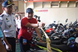 2.215 pemudik bermotor dengan KM Dobonsolo diberangkatkan Kemenhub