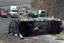 Bus vs Truk kargo, 20 orang korban hangus terbakar