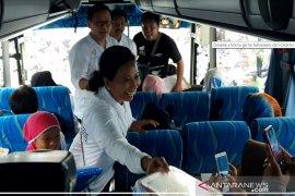 Menteri Rini Soemarno berangkatkan warga ikut Mudik Bareng BUMN